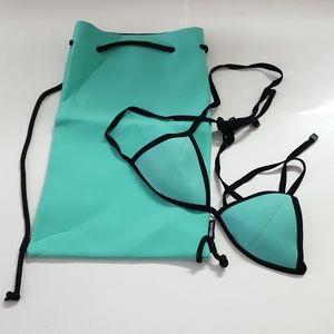TRIANGL bikini top with neoprene bag
